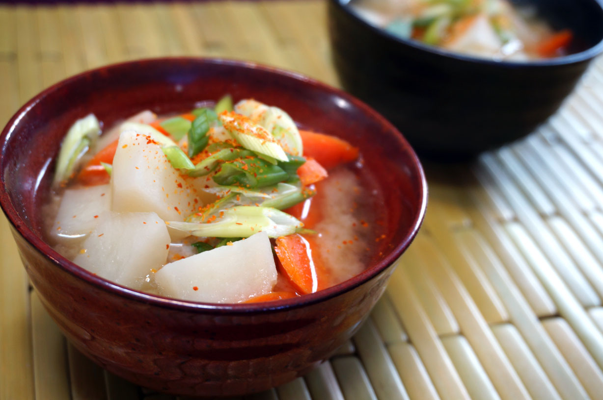 Pork Miso Soup – Tonjiru (とんじる) | Japanese Cooking Recipes ...