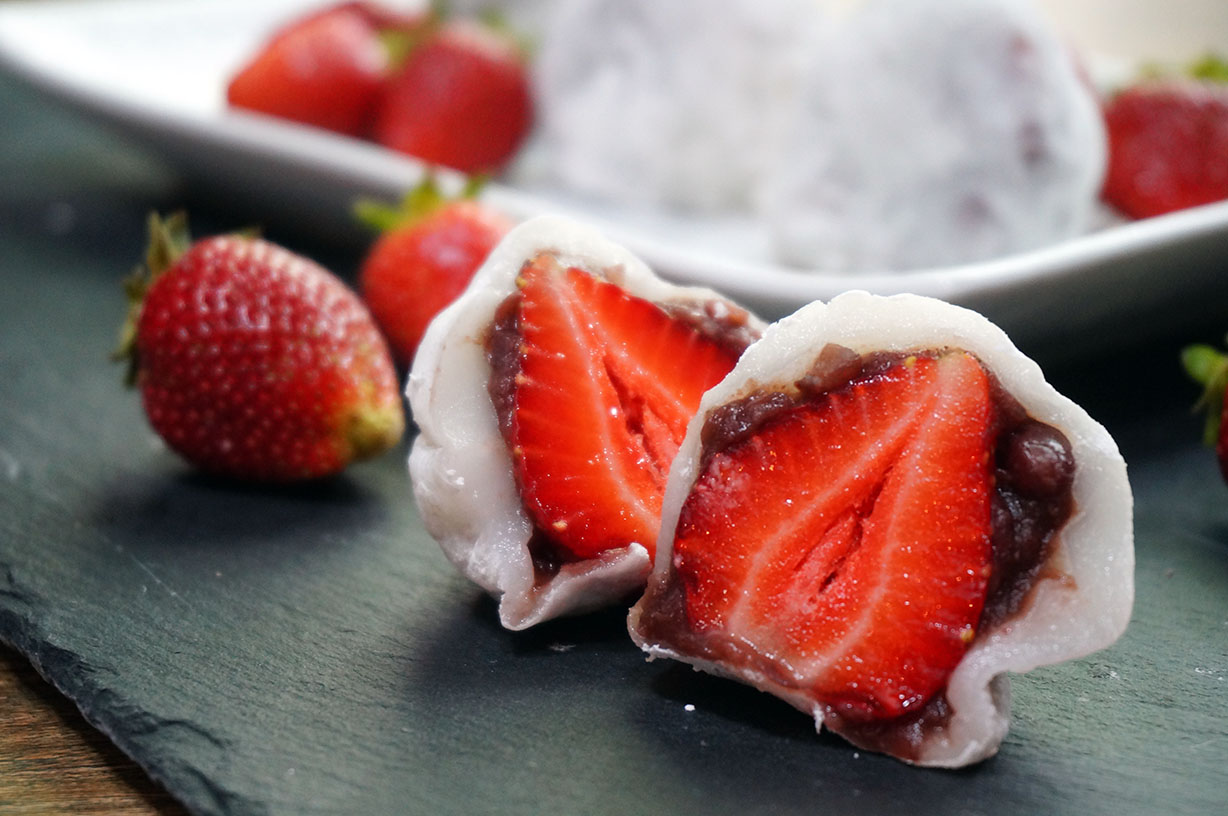 Strawberry Mochi – Ichigo Daifuku | Japanese Cooking Recipes ...